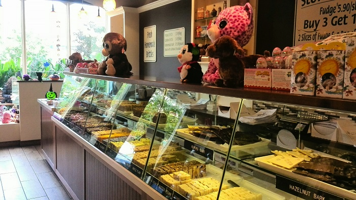 Fudge-sales-counter at Maple Leaf Fudge in Niagara on the Lake