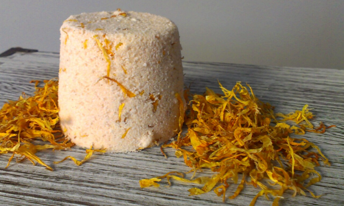 Natural bath products - Creamsicle flavour bath bomb made by Clean Treats