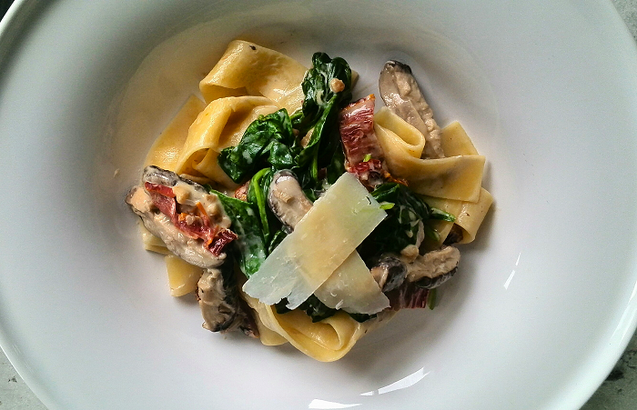 Italian Food - Recipe for shiitake mushroom, sundried tomato and spinach pappardelle pasta