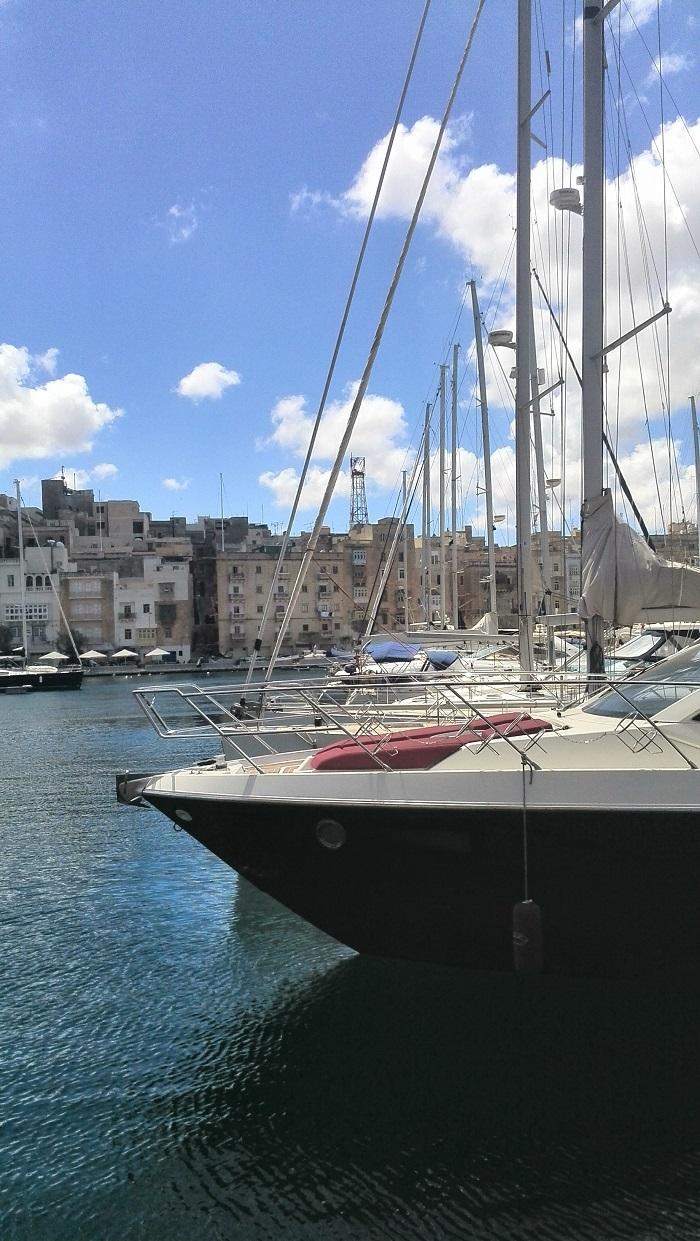 Black-yacht-in-Birgu Malta