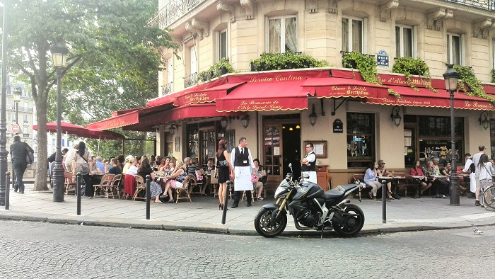 Street view of Le Brasserie de L'Ile Saint Louis in Paris