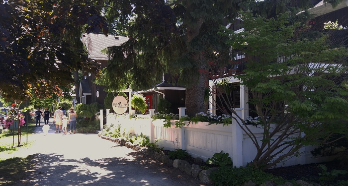 Red Pump Inn, exterior, Bayfield Ontario