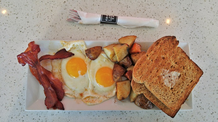 Breakfast at Edgar and Joe's Cafe | London, ON